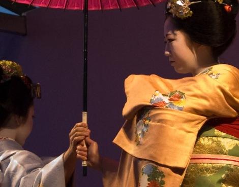 miyagawa-cho-miyofuku-e-toshiteru_hanabutai-kyoto-22-mar-2008_dave-lumenta_1.jpg