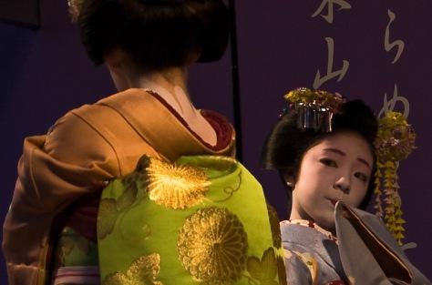 miyagawa-cho-miyofuku-e-toshiteru_hanabutai-kyoto-22-mar-2008_dave-lumenta_2.jpg