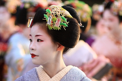maiko-umeha-leaves-the-minamiza-theatre-in-gion
