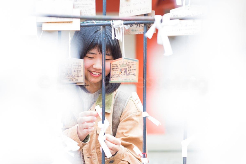 Himekawa of Higashi-chan is praying to becoming a good geisha.