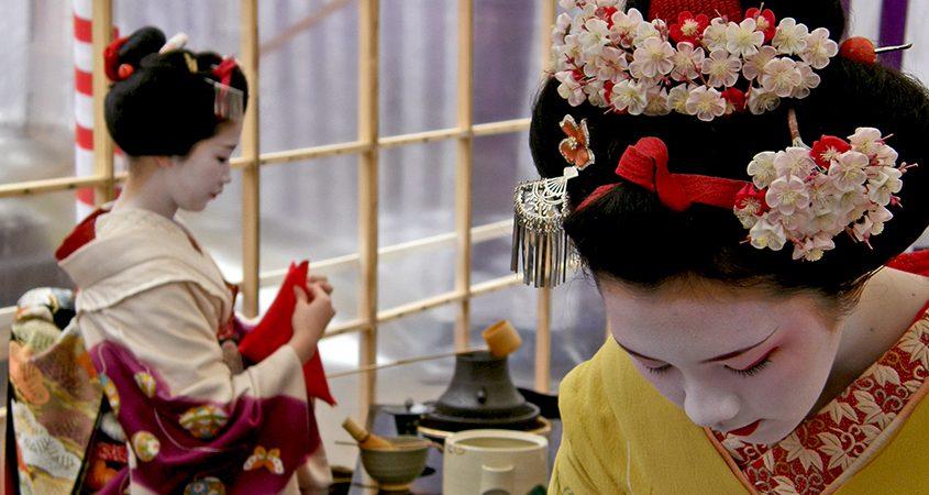 Le maiko Naokazu e Ichiteru al Baika Sai (Kyoto, 25 Febbraio 2008) di Dave Lumenta